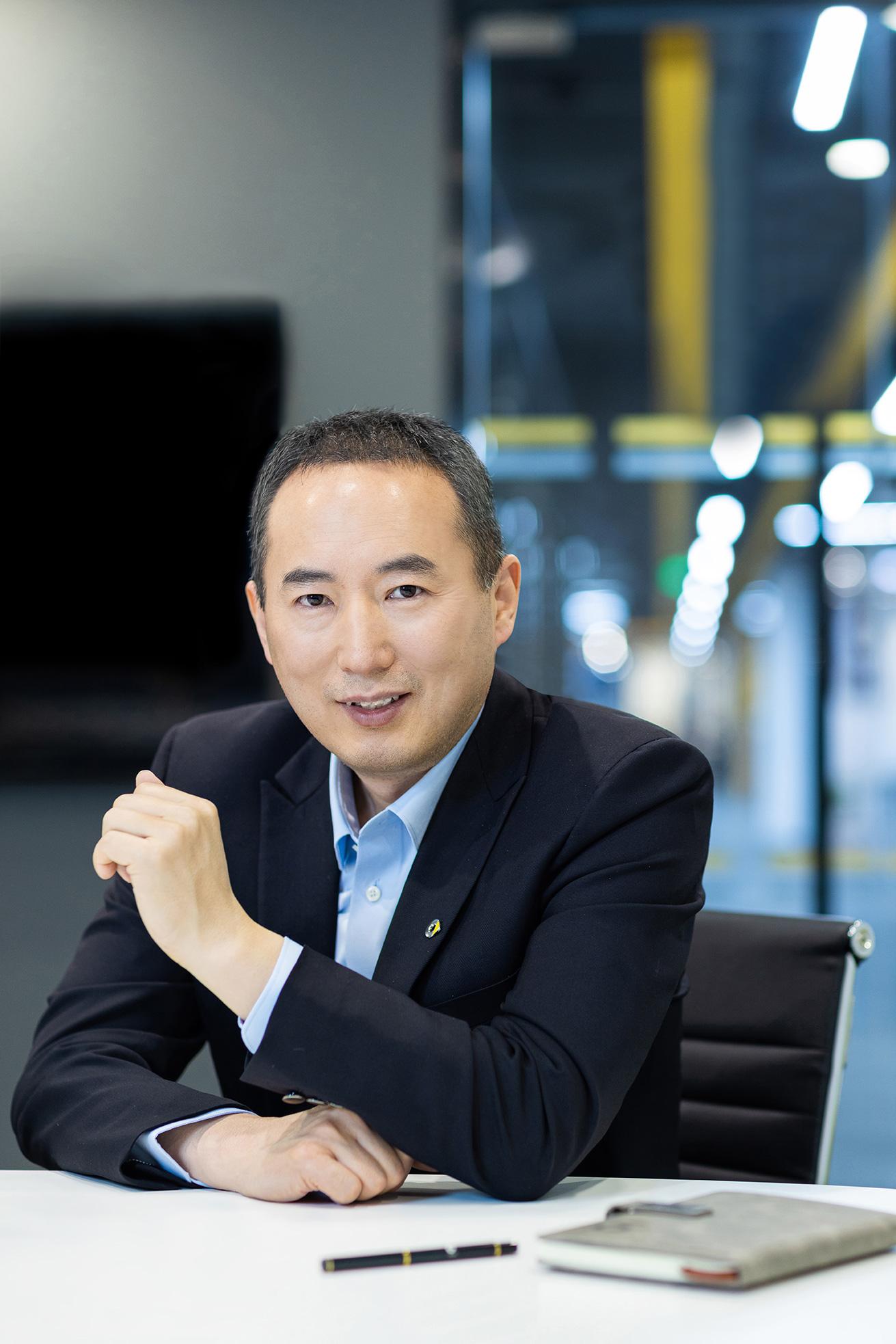 Mr.Tong_office_2.jpg